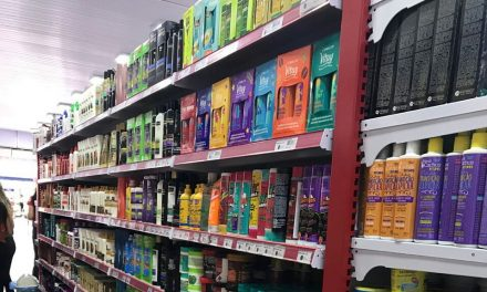 Produtos para cabelos cacheados ganham destaque nas lojas de cosméticos em Imperatriz