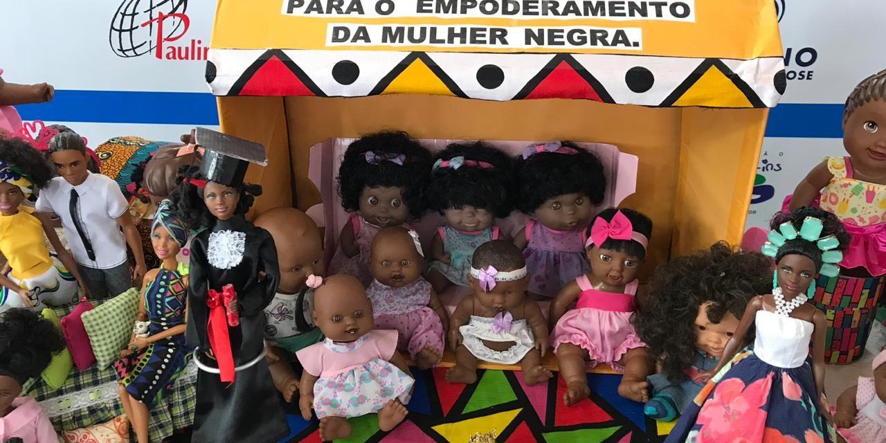 Estudante de 13 anos promove exposição de bonecas negras no 16° Salimp
