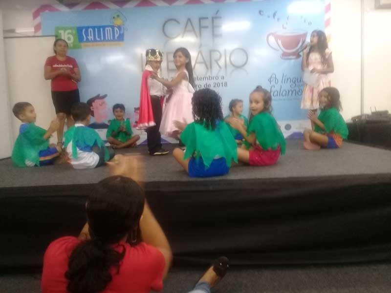 """Musical infantil ensinando no Salimp com o projeto: """"Dia de ler todo dia"""""""