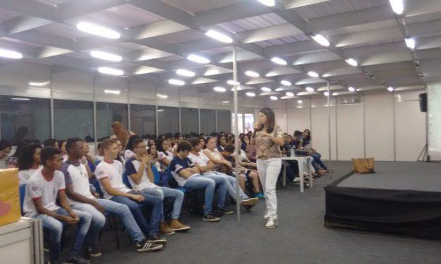 A violência nas escolas – Salimp em palestra convida estudantes a um debate