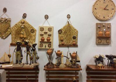 Artesanato em palha e madeira