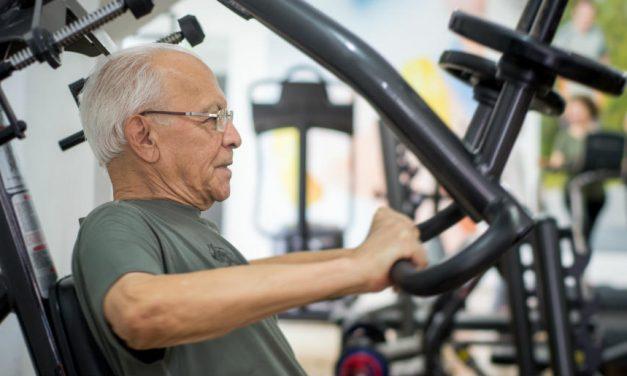 Nunca é tarde para se exercitar! Conheça 5 academias que atendem idosos