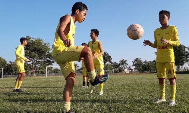 Colhendo os frutos: escolinhas de futebol revelam em média oito atletas por ano