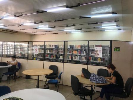 Quase no escuro: metade das lâmpadas da biblioteca da UFMA estão queimadas