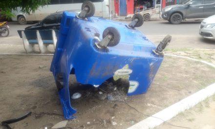 Por causa do vandalismo, Prefeitura gasta R$ 100 mil por mês para repor caixas de lixo danificadas