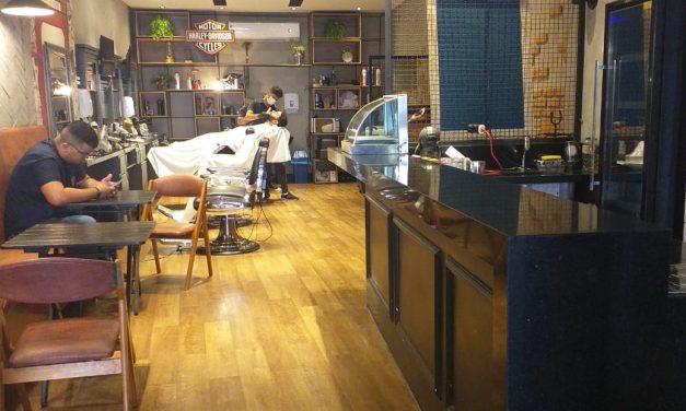 Barbearias antigas e gourmets não competem por clientes na cidade