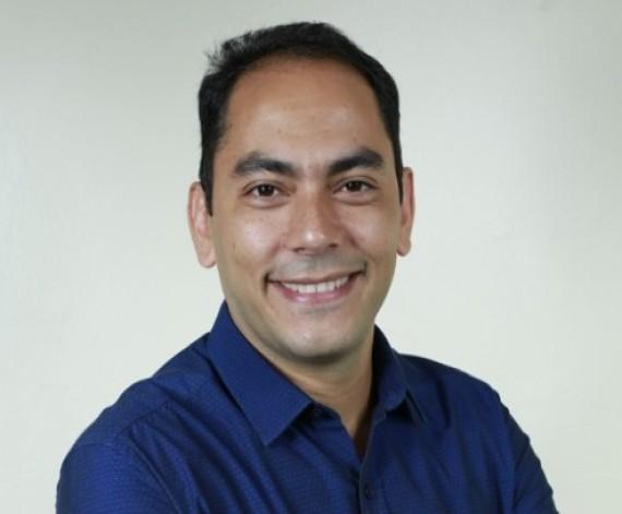 """""""Encaro críticas com tranquilidade"""", afirma candidato e atual prefeito Assis Ramos"""