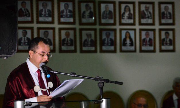"""""""A cidade de Imperatriz precisa criar mais políticas públicas de incentivo às artes"""", afirma o escritor Marcos Fabio Belo Matos"""