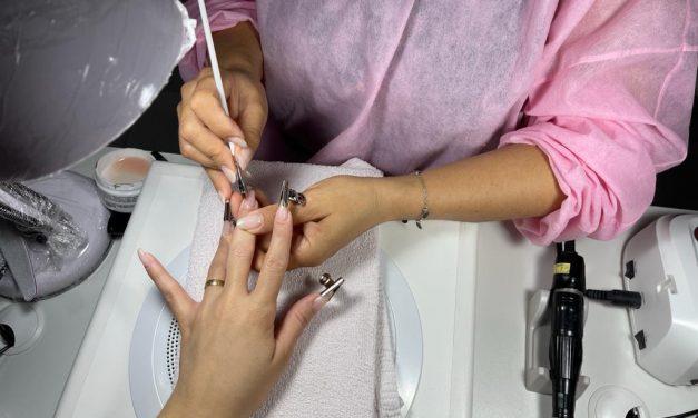 Quer ter unhas que duram um mês? Conheça cinco profissionais que realizam aplicação de gel em Imperatriz