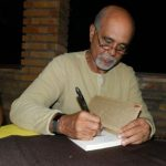 """""""Quando um escritor inicia um livro a imaginação dele fica muito mais fértil', acredita jornalista Jorge Oliveira"""