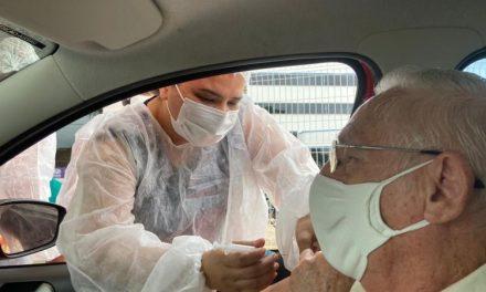 Idosos de 60 anos ou mais receberão a 1º dose da CORONAVAC nesta quinta-feira (06/05)