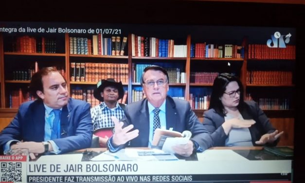Bolsonaro ironiza pedido de impeachment contra ele e volta a defender voto impresso