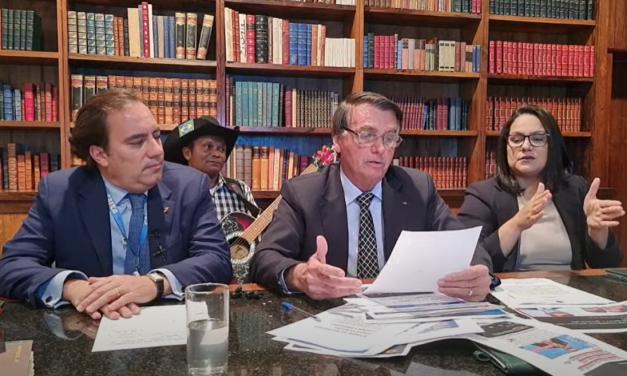 Bolsonaro afirma que podem acontecer problemas nas eleições de 2022 por causa do sistema eleitoral